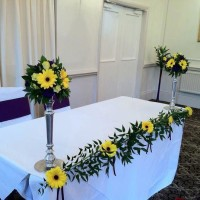 REG TABLE WITH FLOWERS lYMM HOTEL