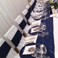 blue charger plactes top table chocolate favours